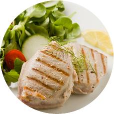 채소와 함꼐 있는 고기