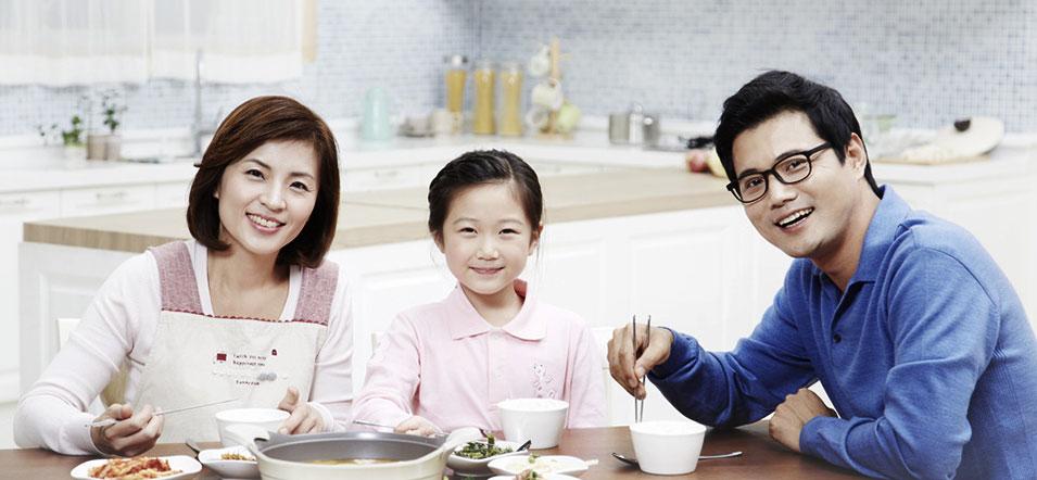 식사하는 가족