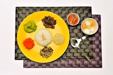 흰쌀밥, 고기, 무, 당근, 표고버섯, 저염고추장으로 구성된 혈액투석식